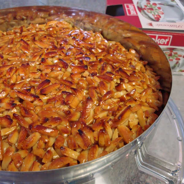 Place the nutty topping layer over the cream layer of the Bienenstich cake