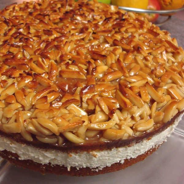 Wunderbar! The finsihed product! German Bienenstich cake
