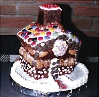 Old-fashioned German Christmas Gingerbread House. ❤️Click on https://www.quick-german-recipes.com/celebrating-christmas-in-germany.html to get recipes and more!
