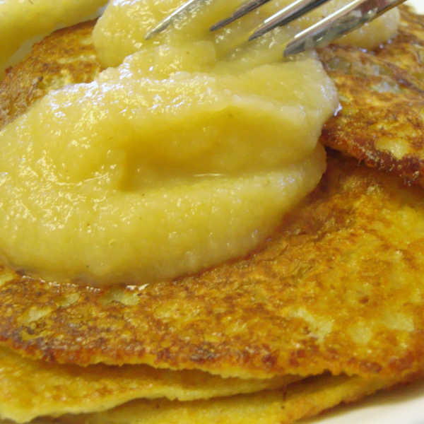 German potato pancakes with applesauce! Such a traditional meal, and oh-so-delicious!