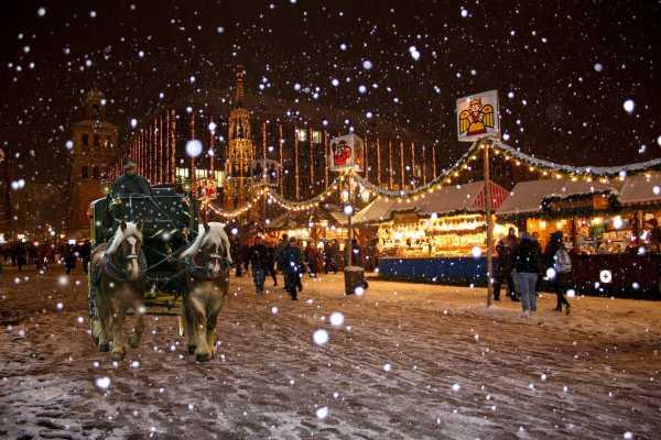 The famous bustling Nuremberg market!