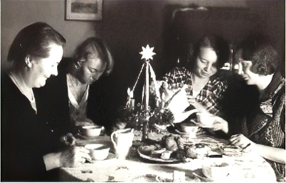 Here are my Mutti, her Mutti and her sisters sitting around an Adventskranz, their coffee time centerpiece