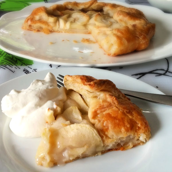 ❤️ Make this easy apple pie, called an apple galette that tastes just like an apple strudel! Really! Simple!