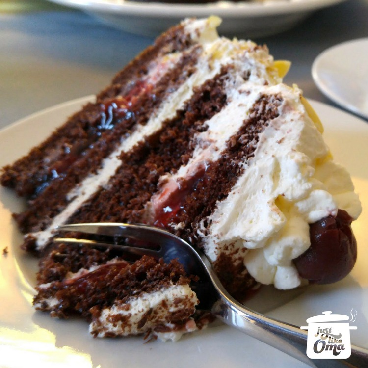 Easiest German Black Forest Cherry Cake ever ❤️ #blackforestcake #germanrecipes #germancake #justlikeoma   ~ https://www.quick-german-recipes.com/german-black-forest-cake-recipe.html