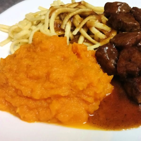 ❤️ Delicious and healthy, this butternut squash makes a great side dish for almost any meal, including German goulash!