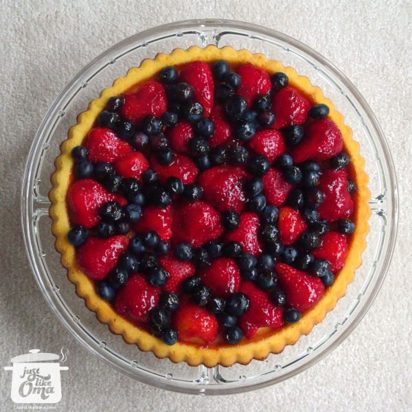 Strawberry & Blueberry Obsttorte ... so easy, so quick, and so wunderbar! Check it out at http://www.quick-german-recipes.com/fruit-flan-recipe.html ❤️it!  it! Make it! Enjoy it!