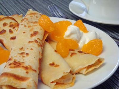 Palachinkes with mandarines and yogurt
