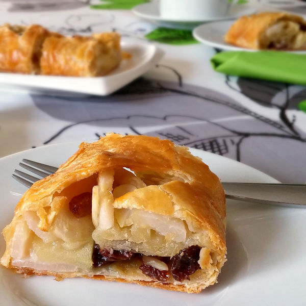 A super easy German Apple Strudel recipe using frozen butter puff pastry.