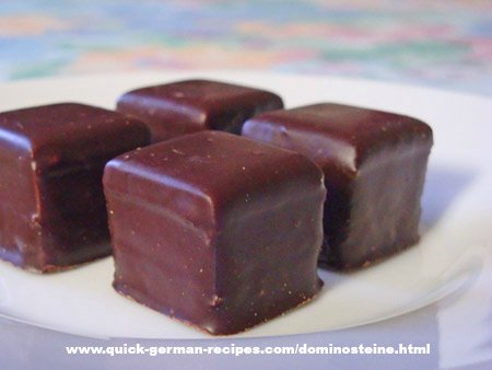 Dominosteine - gingerbread with marzipan & chocolate