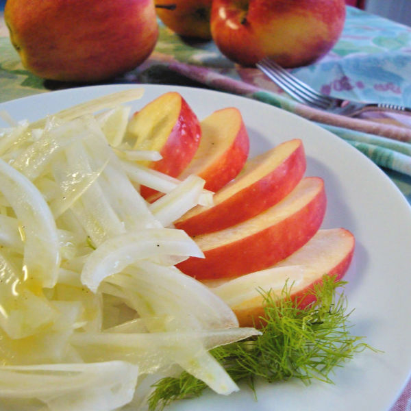 Mutti's Fennel salad served with apple slices. What a refreshing treat!