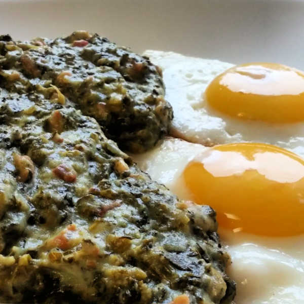 Kale mixed with mashed potatoes and served with fried eggs