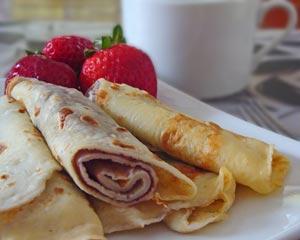 Palachinkes with strawberries