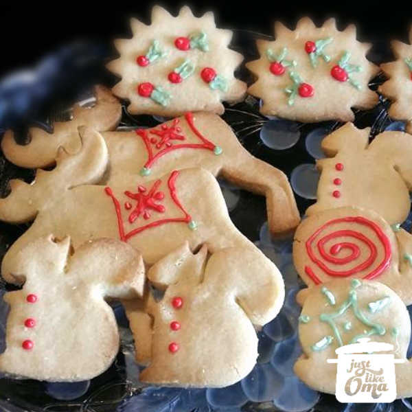 Sugar Cookies ... EASY! Perfect to make with your kids ... so delicious!