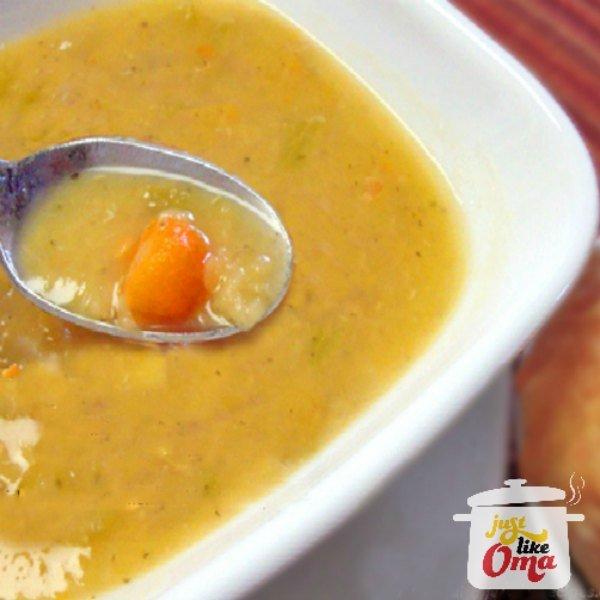 ❤️ Oma's Red Lentil Soup. Oh, so goooood! (& it's vegan!) https://www.quick-german-recipes.com/vegan-lentil-soup.html #lentilsoup #germanrecipe #justlikeoma #vegan